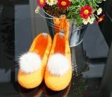 Paar Filzschuhe für Damen mit Kunstfell-Bommel in Orange