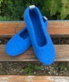 Paar Filzschuhe Azurblau