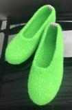 Paar Filzschuhe Giftgrün