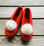 Paar Filzschuhe für Damen mit Kunstfell-Bommel in rot