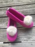 Paar Filzschuhe für Damen mit Kunstfell-Bommel in Pink